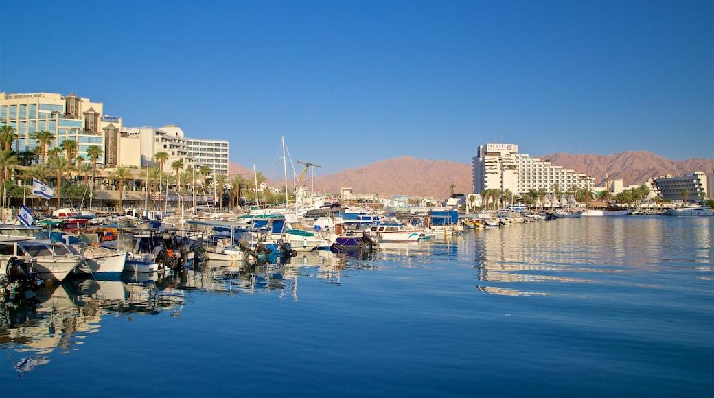 Jachthafen Eilat das einen Luxushotel oder Resort und Bucht oder Hafen