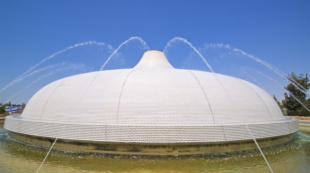 Israel Museum featuring a fountain