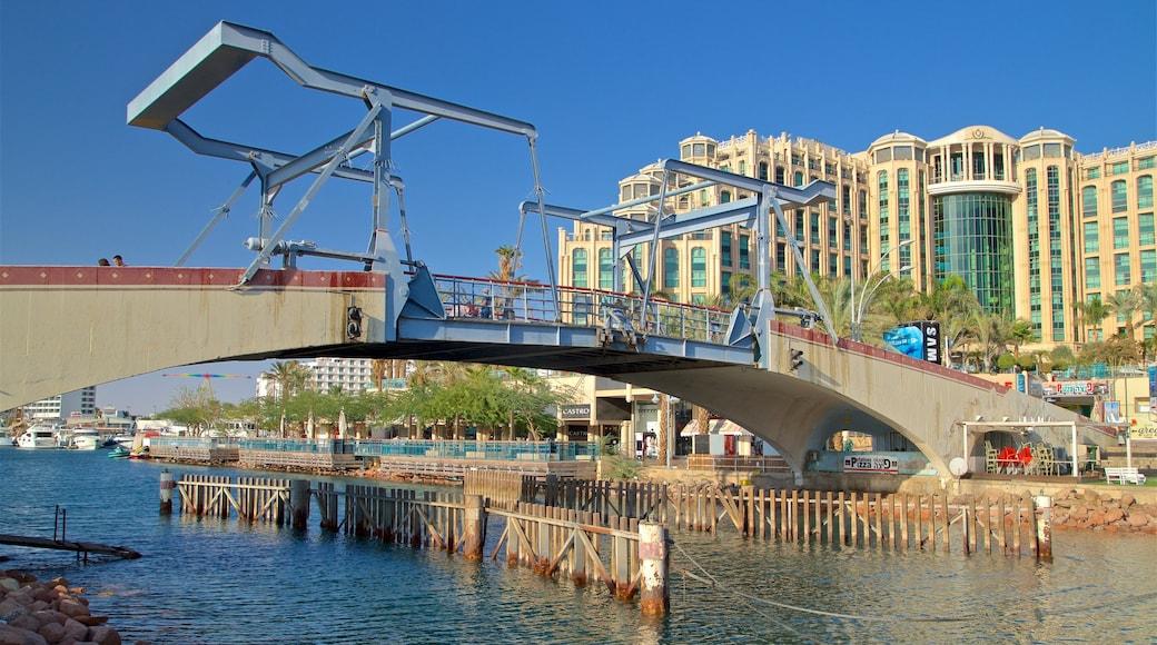 Hafenbrücke das einen Luxushotel oder Resort, Brücke und Fluss oder Bach