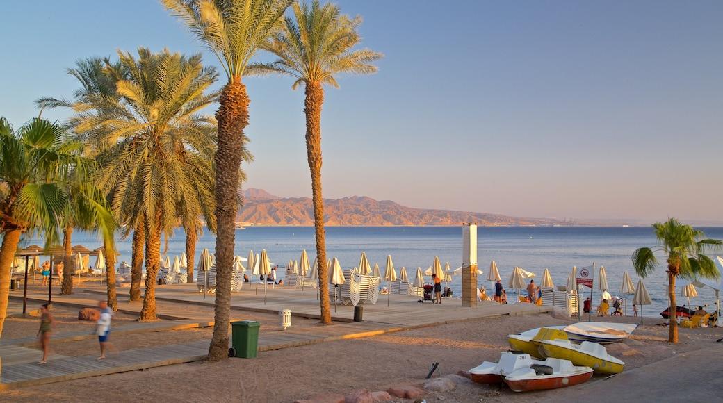 Eilat das einen Sonnenuntergang und allgemeine Küstenansicht