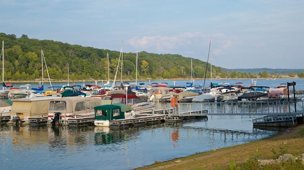 Monroe Lake 设有 海灣或海港 和 河流或小溪