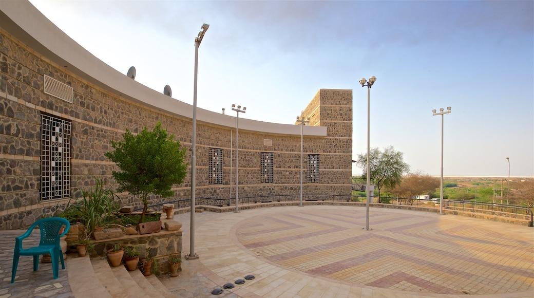 Gawr as-Safi som inkluderar en solnedgång och ett torg