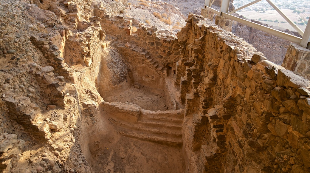 Lots grotta som visar ruiner och historiska element
