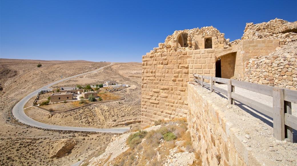 Shobak Castle featuring landscape views, heritage elements and building ruins