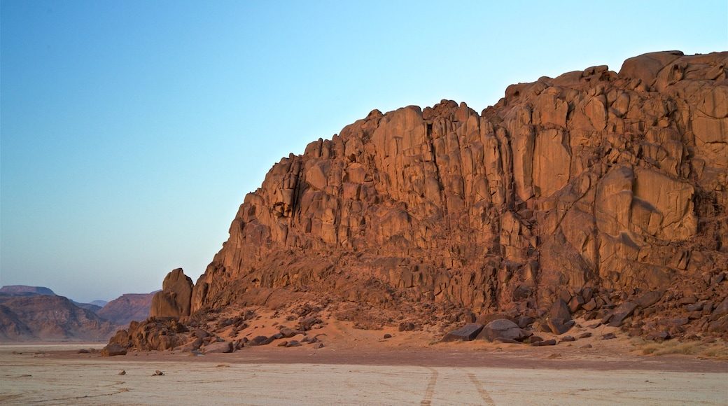 Wadi Rum welches beinhaltet Landschaften, Wüstenblick und Schlucht oder Canyon