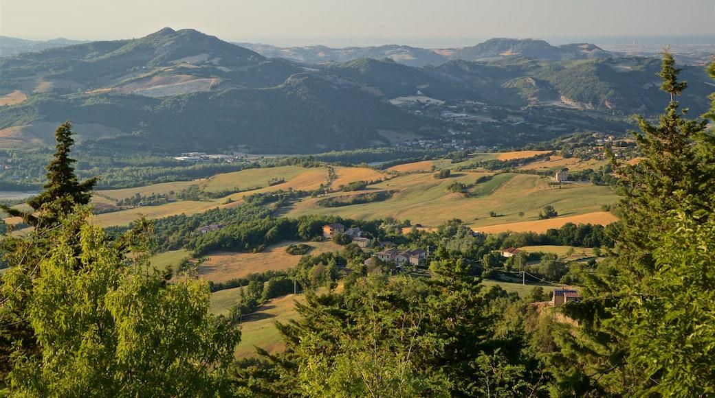 San Leo das einen ruhige Szenerie und Landschaften