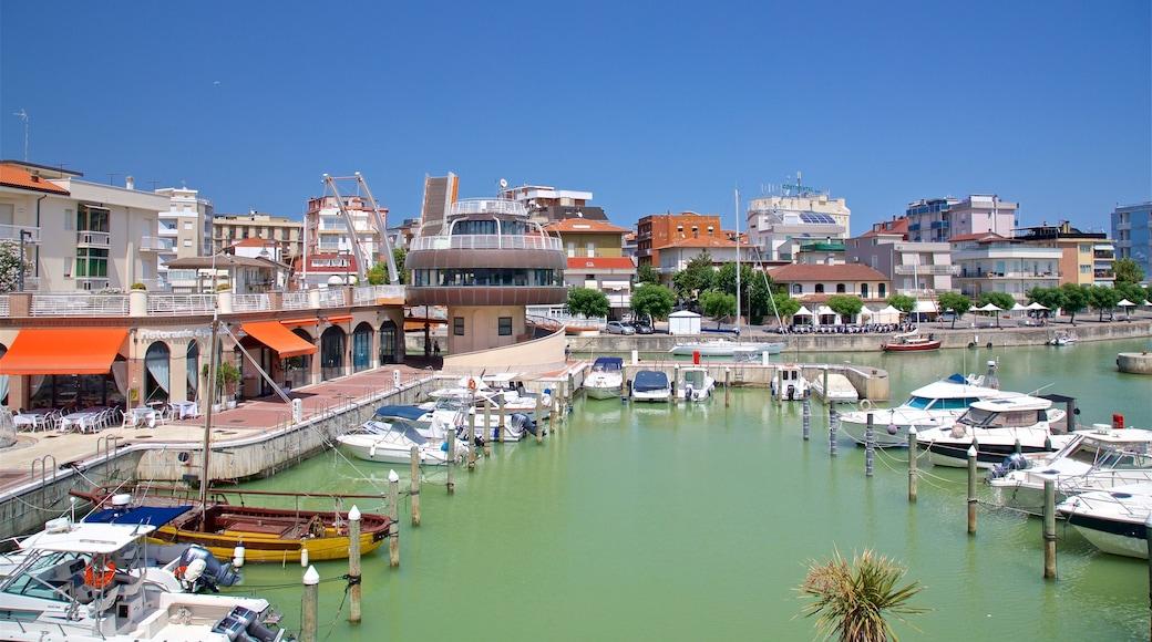 Cattolica mostrando baia e porto e località costiera