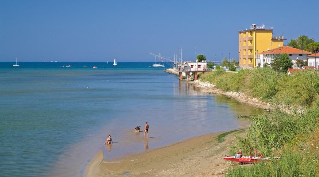 Rivabella caratteristiche di nuoto e vista della costa cosi come coppia