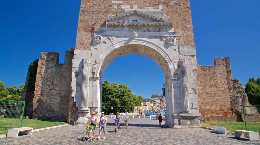 Arco di Augusto caratteristiche di oggetti d\'epoca, strade e rovine
