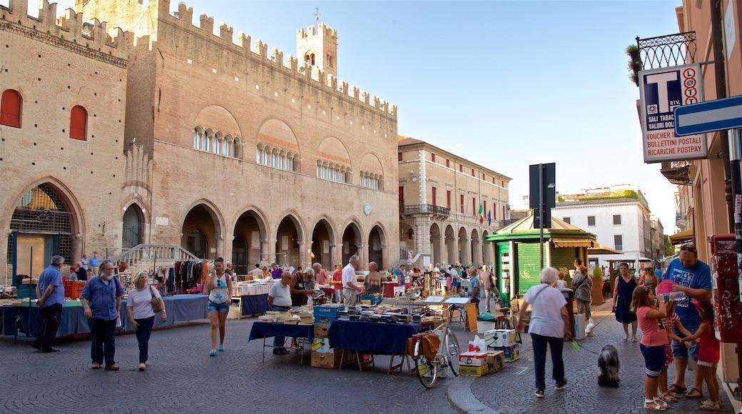 Piazza Cavour che include mercati, architettura d\'epoca e strade
