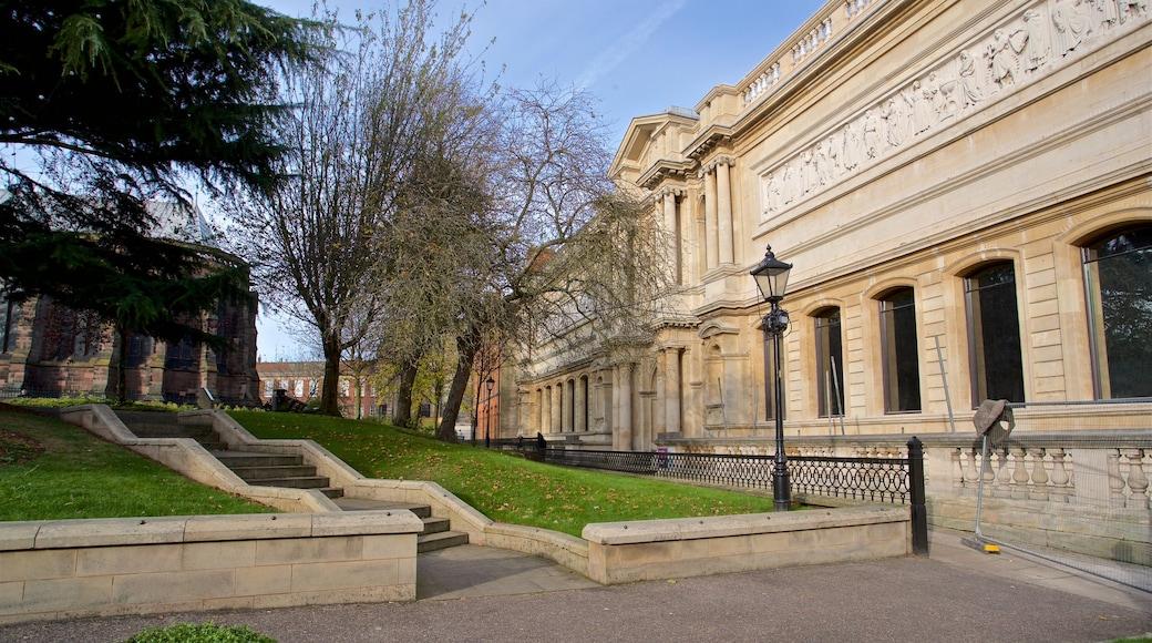 Wolverhampton che include parco e architettura d\'epoca