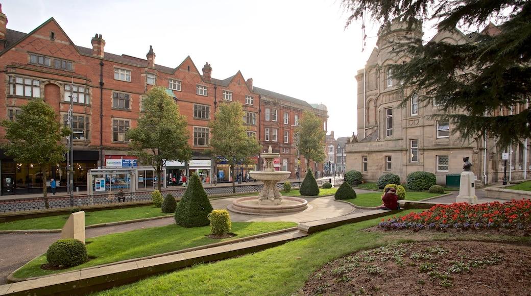 Wolverhampton che include fontana, fiori e architettura d\'epoca
