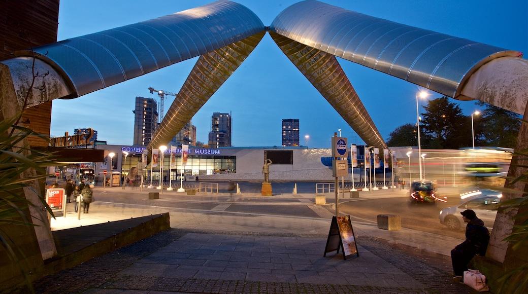 Coventry caratteristiche di paesaggio notturno e arte urbana