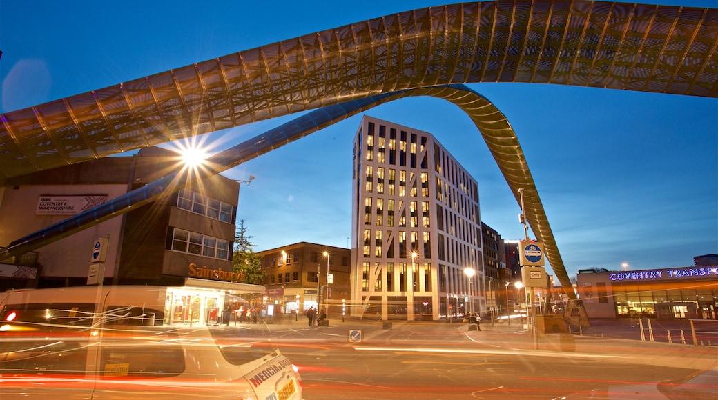 Coventry caratteristiche di arte urbana e paesaggio notturno