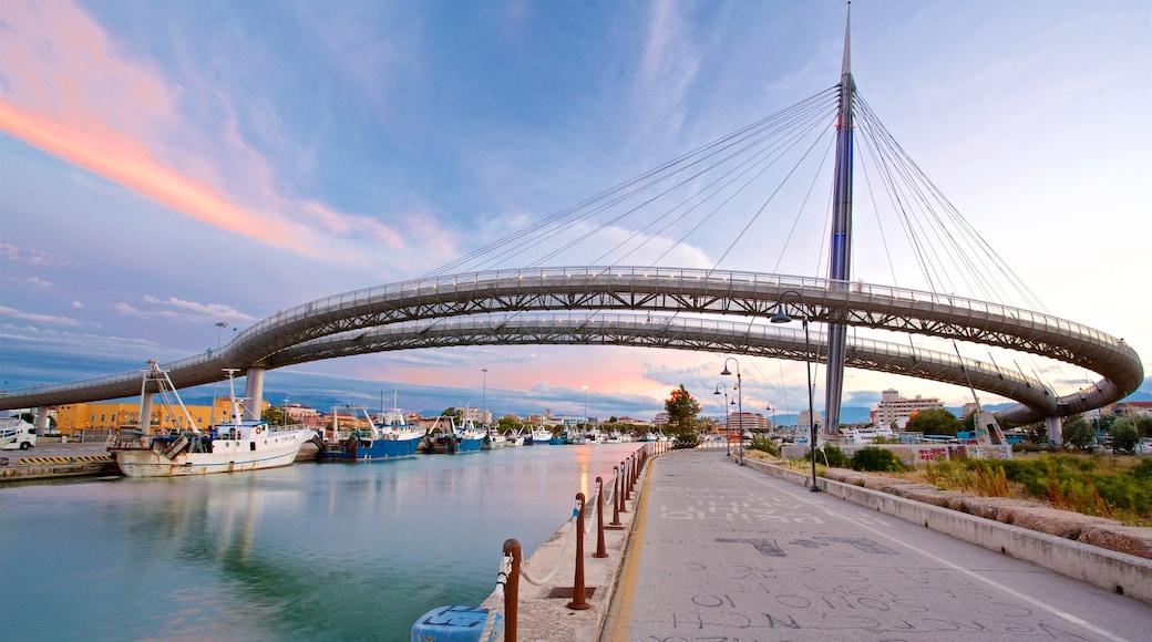 Ponte del Mare welches beinhaltet Sonnenuntergang, Fluss oder Bach und Brücke