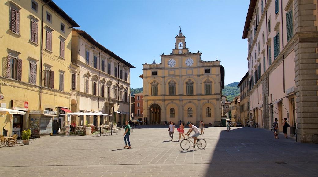 Città di Castello das einen historische Architektur, Straßenszenen und Platz oder Plaza