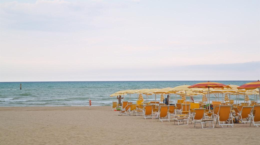Roseto degli Abruzzi mit einem Sandstrand und allgemeine Küstenansicht