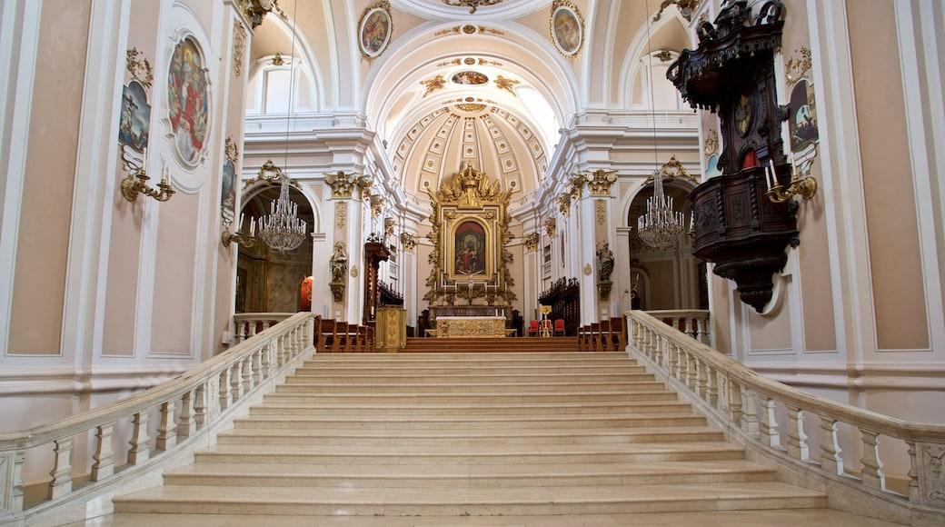 Kathedrale von San Giustino mit einem Kirche oder Kathedrale, Geschichtliches und Innenansichten