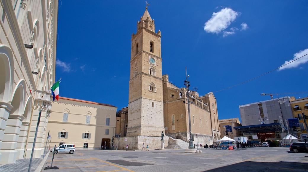 Kathedrale von San Giustino mit einem Platz oder Plaza und historische Architektur