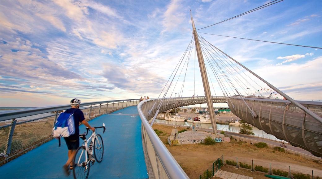 Ponte del Mare mit einem Sonnenuntergang, Brücke und Fahrradfahren