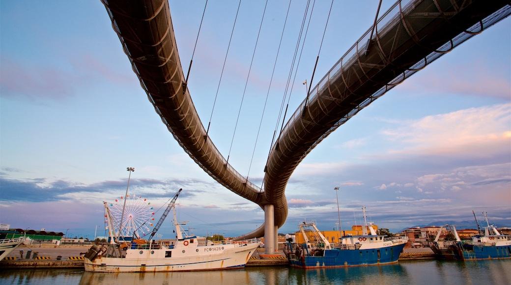 Ponte del Mare das einen Sonnenuntergang, Brücke und Bucht oder Hafen
