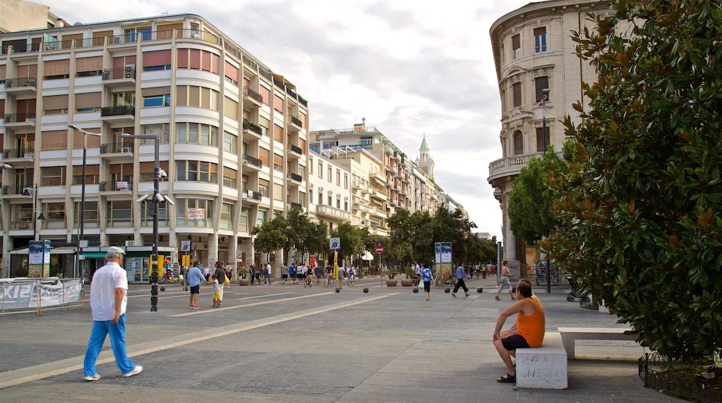 Piazza della Rinascita das einen Platz oder Plaza