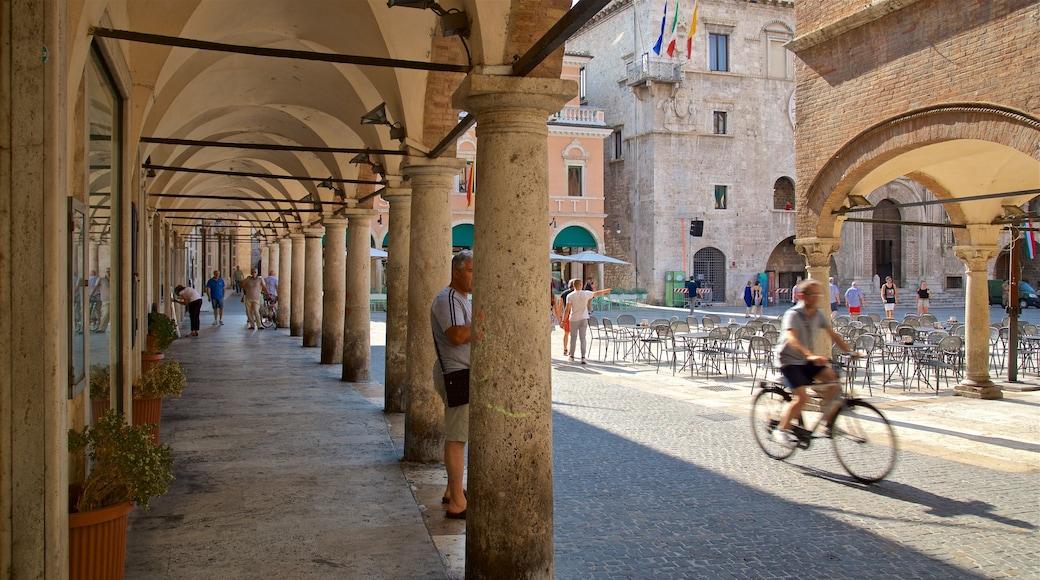 Piazza del Popolo mit einem Straßenszenen sowie kleine Menschengruppe