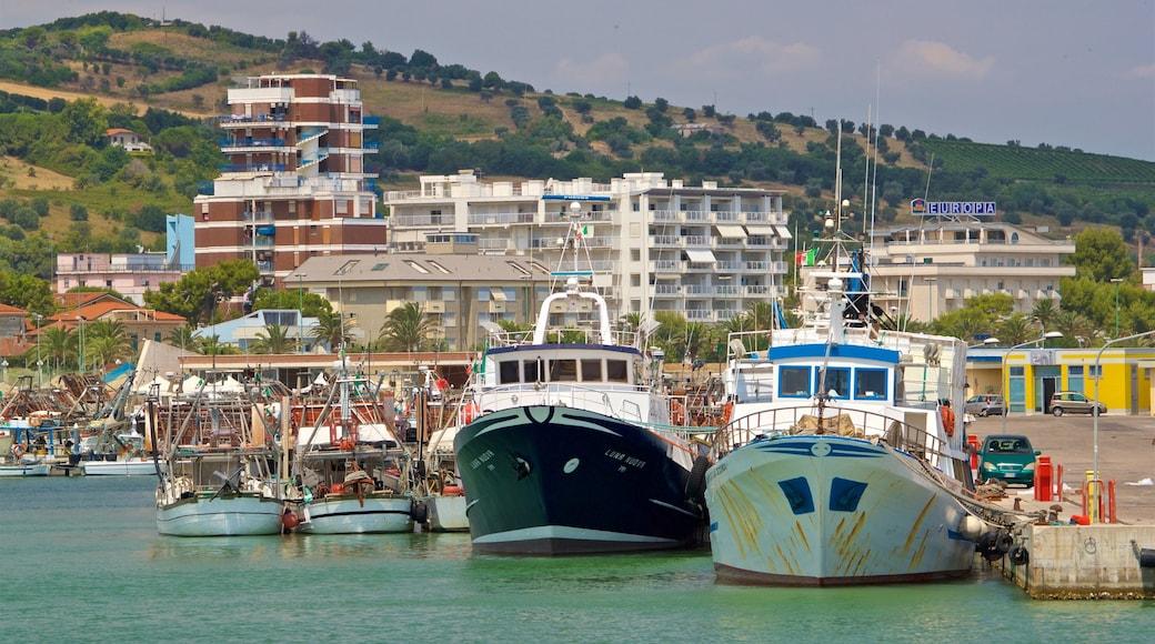 Hafen von Giulianova das einen Küstenort und Bucht oder Hafen