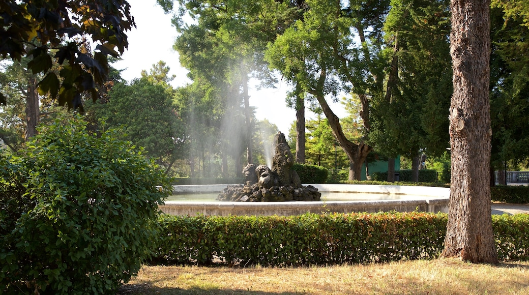 Villa Comunale dei Cappuccini mit einem Springbrunnen und Park