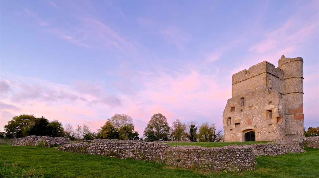 Donnington Castle showing a ruin, heritage architecture and a sunset