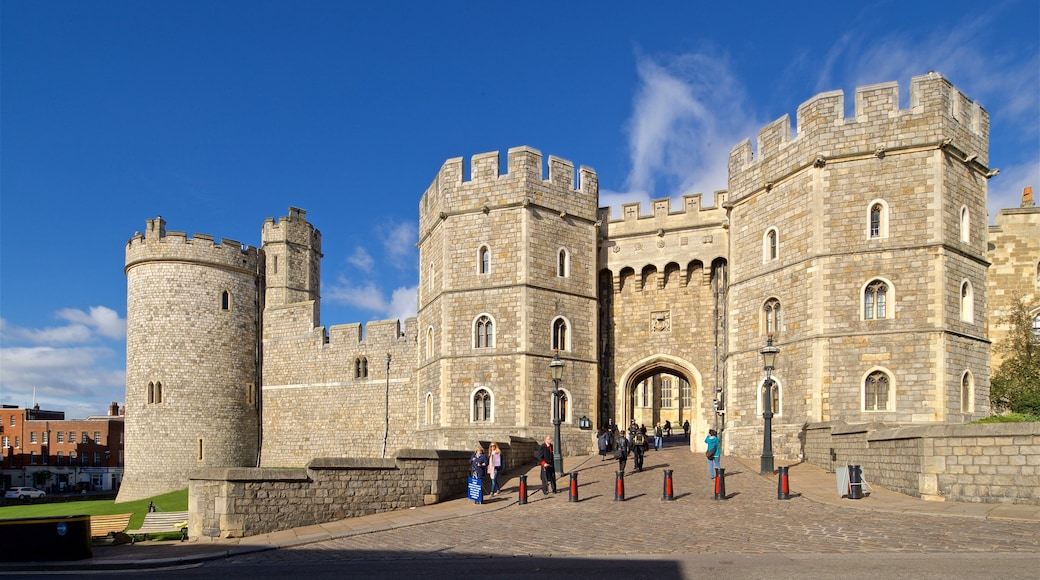 Windsor Castle showing heritage architecture and a castle