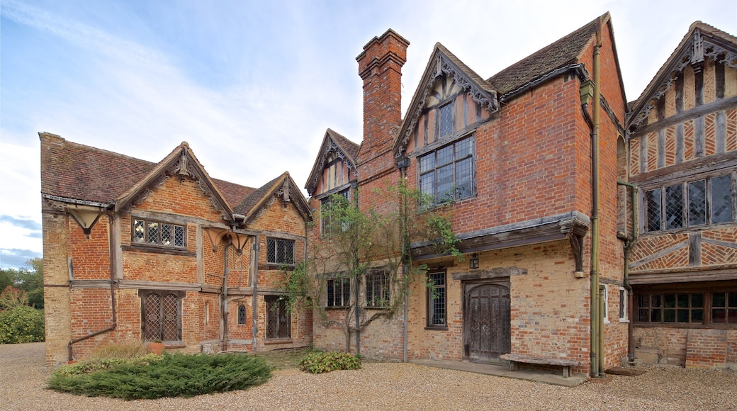 Dorney Court showing a house and heritage elements