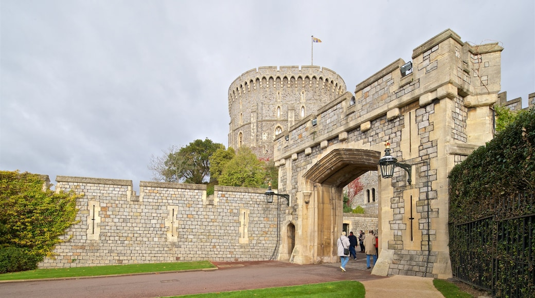 Windsor Castle featuring heritage architecture and a castle