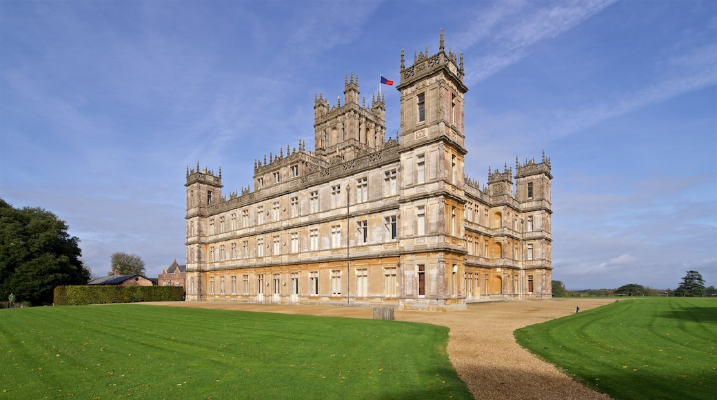 Highclere Castle showing landscape views and heritage architecture