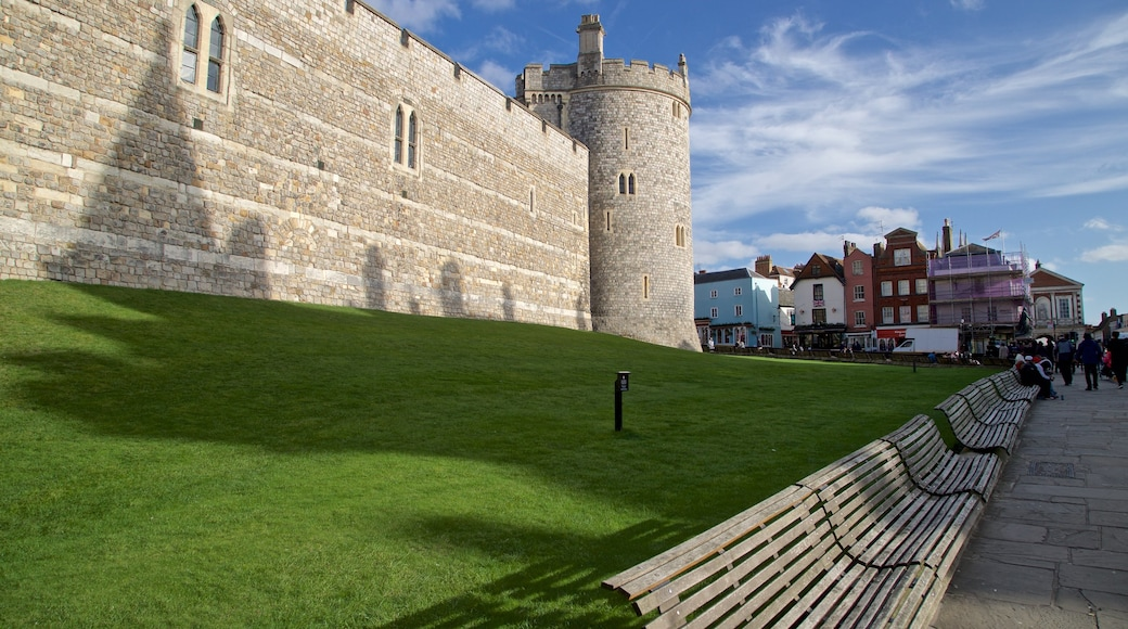 Windsor Castle featuring château or palace and heritage architecture