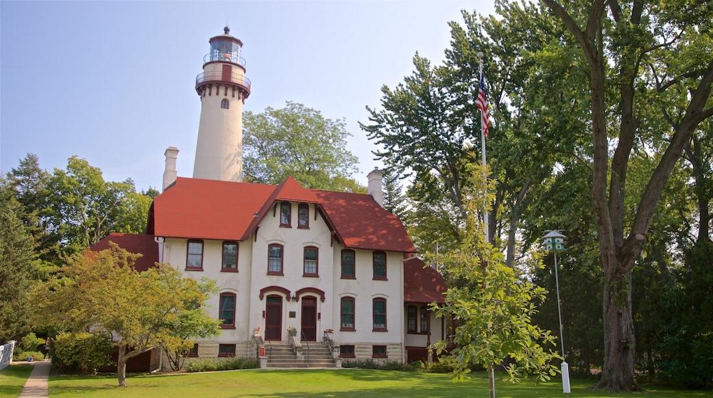 Grosse Point Lighthouse caracterizando um farol e uma casa