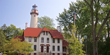 Grosse Point Lighthouse which includes a house and a lighthouse