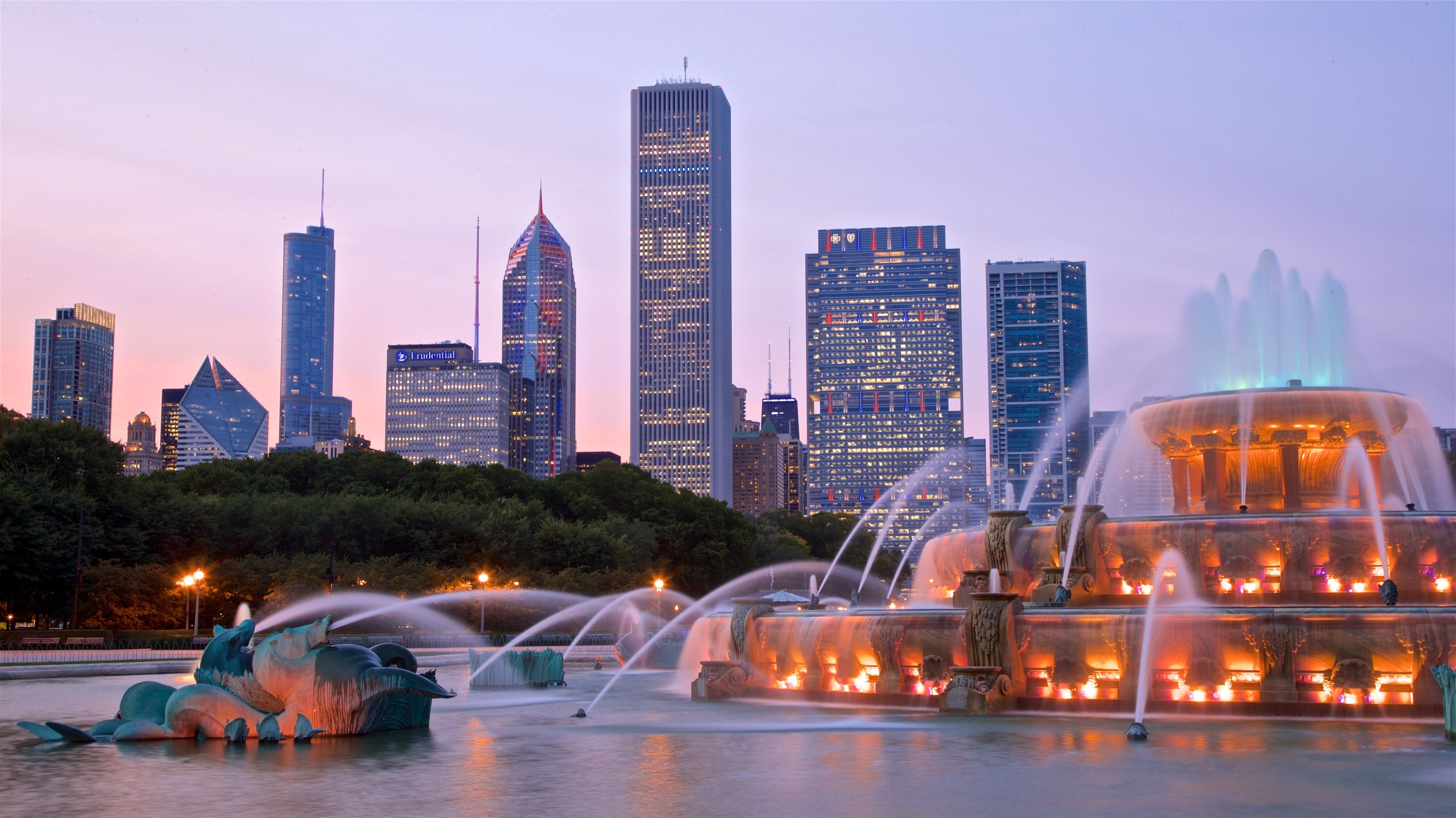 Hotels Closest To Buckingham Fountain