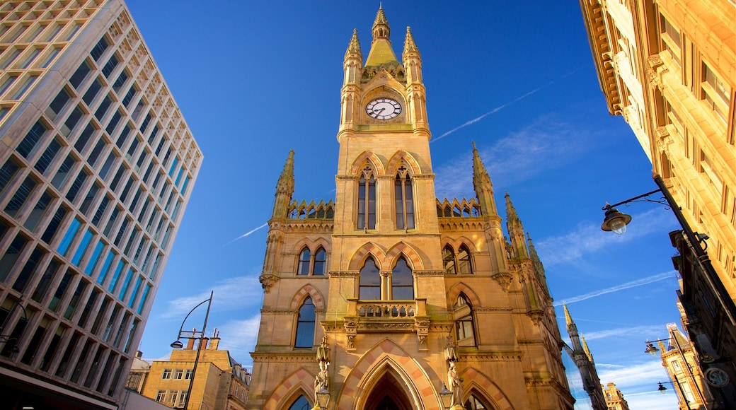 Wool Exchange featuring heritage architecture and a church or cathedral