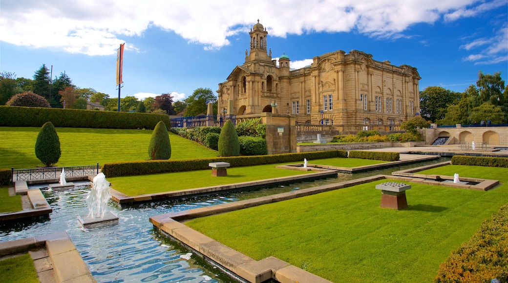 Cartwright Hall Art Gallery featuring heritage architecture, a garden and a fountain