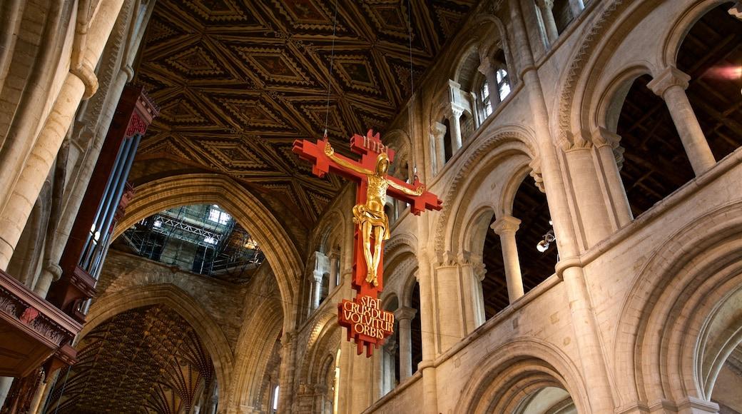 Peterborough Cathedral das einen Geschichtliches, Innenansichten und Kirche oder Kathedrale
