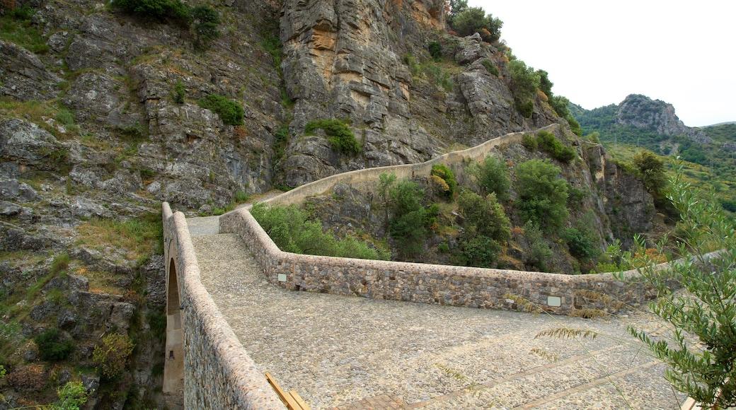 Il ponte del diavolo che include ponte e gola o canyon