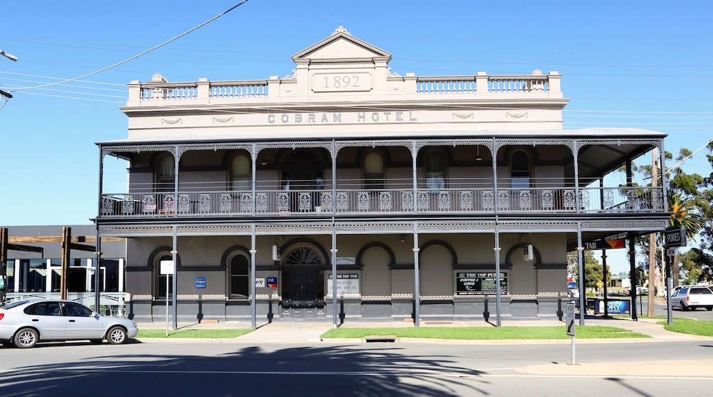 Cobram which includes heritage elements