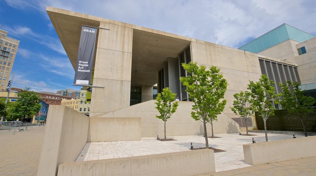 Grand Rapids Art Museum featuring a city
