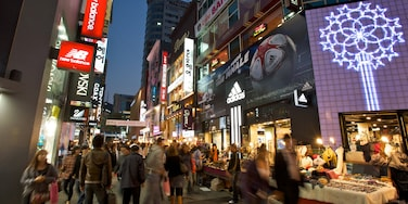 Myeongdong showing shopping, street scenes and a city