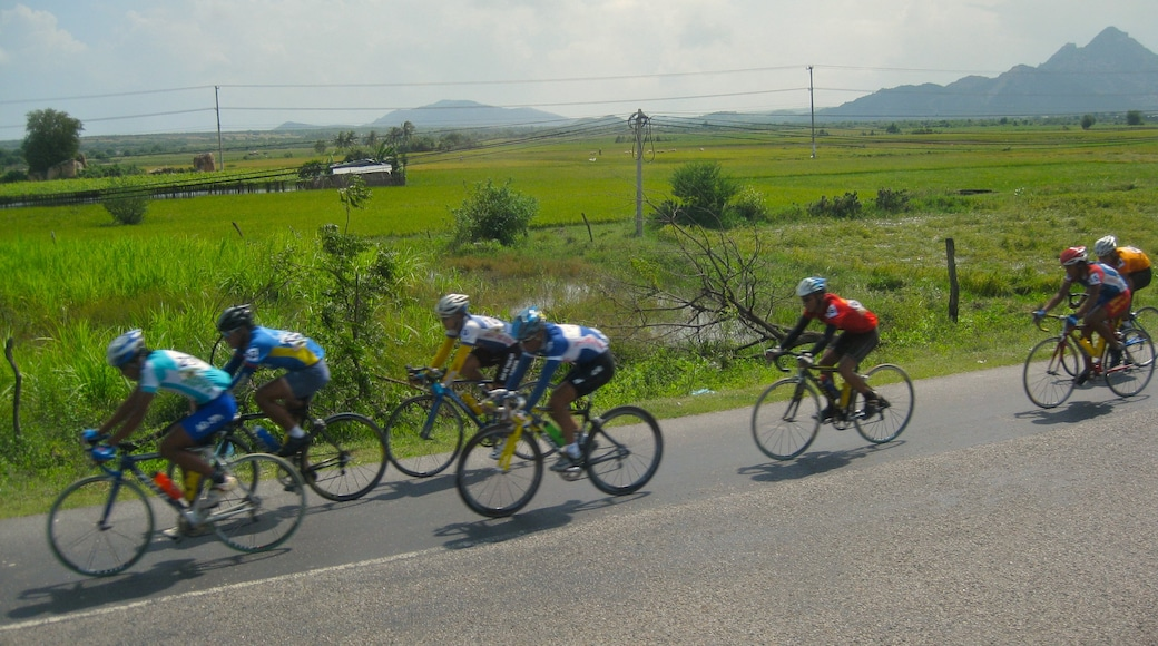 Nha Trang showing tranquil scenes, road cycling and a sporting event
