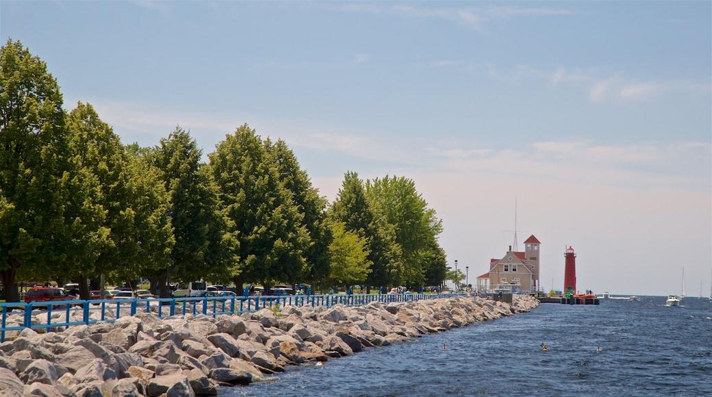 Muskegon featuring general coastal views