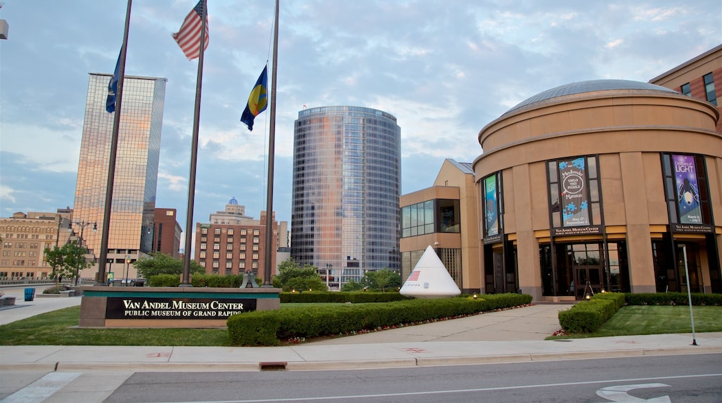 Grand Rapids featuring a city and signage