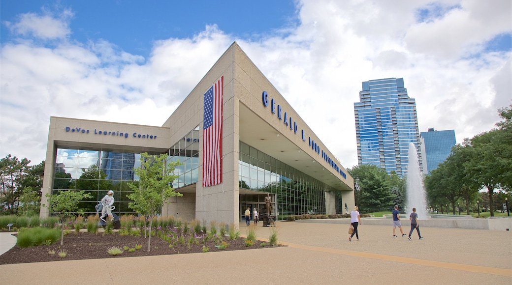 Gerald R. Ford Museum which includes street scenes and a fountain as well as a small group of people
