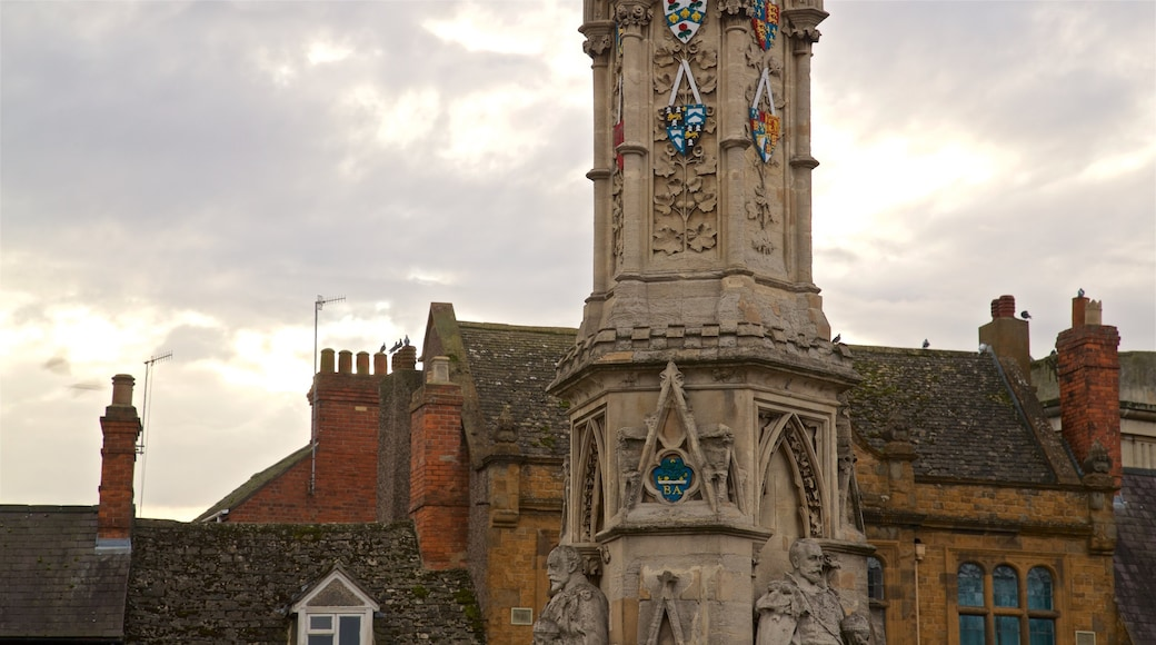 Banbury featuring heritage elements and a sunset